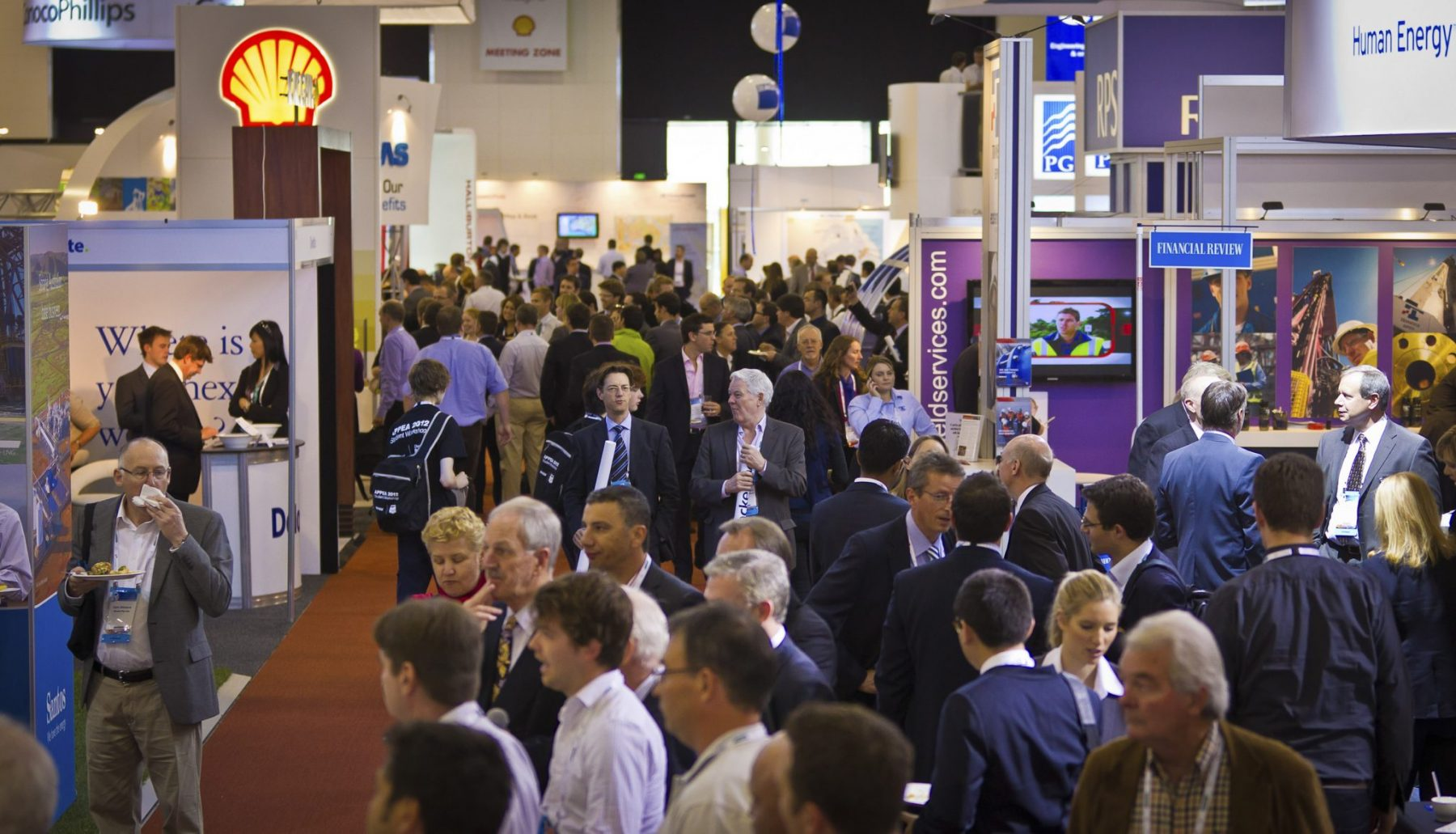 10 ways to attract people to your exhibition stand